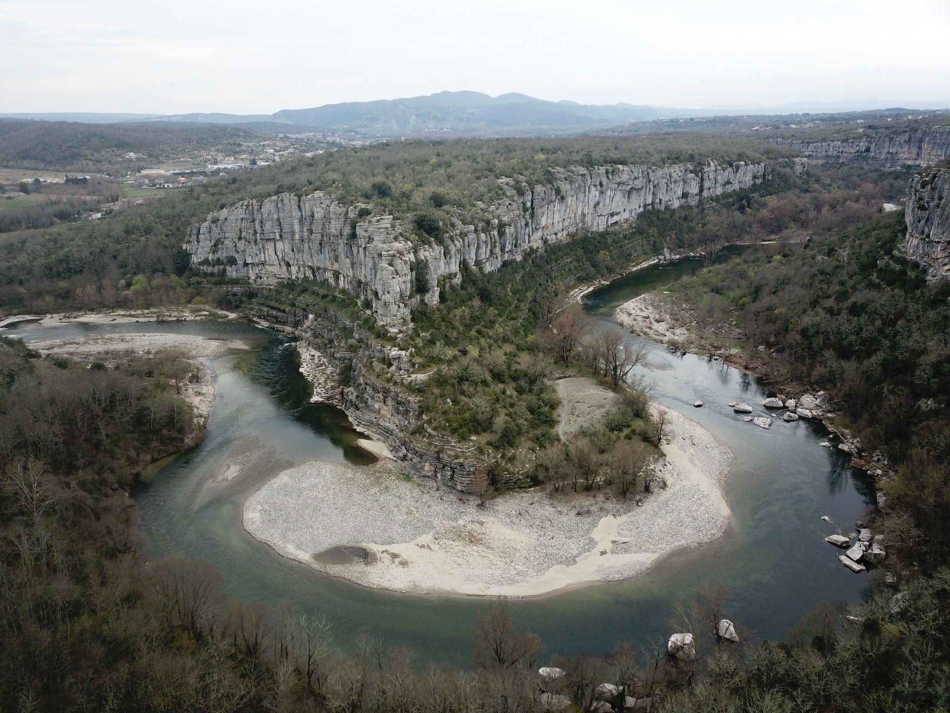 La basse vallée de l'Ardèche et ses alentours