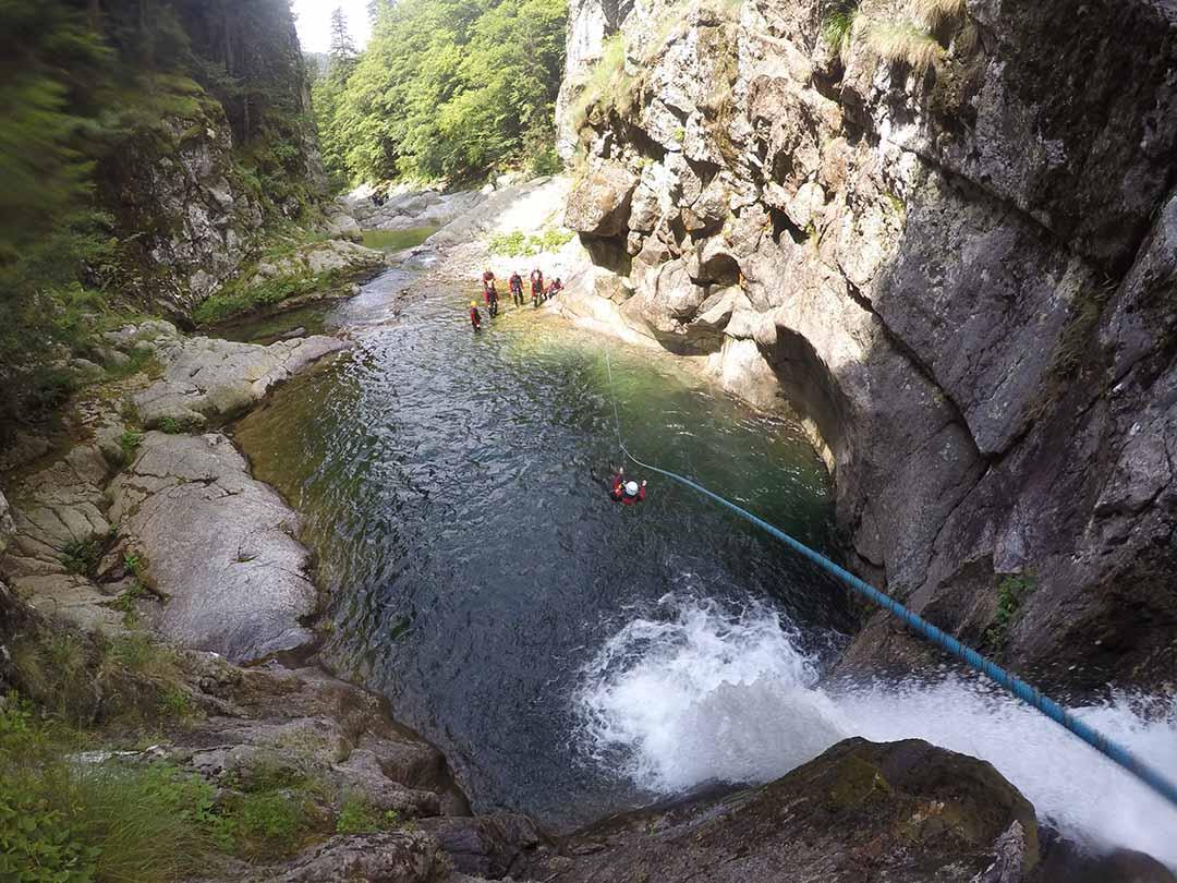 tyrolienne à la cascade du canyon de la borne en Ardèche