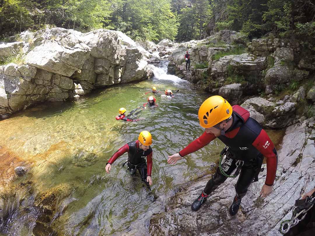 jolie piscine dans le canyon de la borne en Ardèche