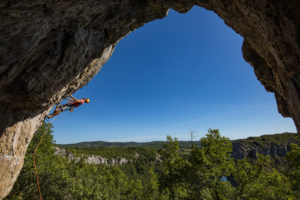 Falaise du cirque de gens en Ardèche site d'escalade sportif