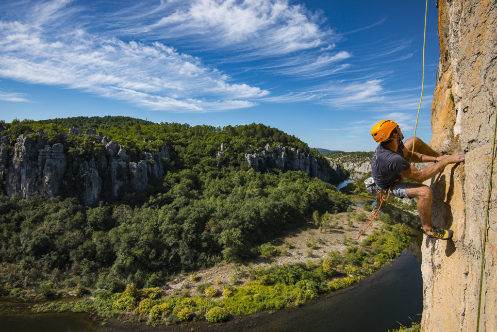 escalade en Ardèche au dessus du Chassezac belle rivière
