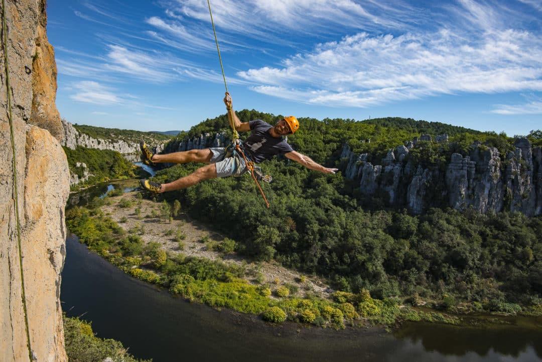 Envie de falaise et de soleil? Le Bureau des Moniteurs d'Ardèche Méridionale vous accueille toute l'année