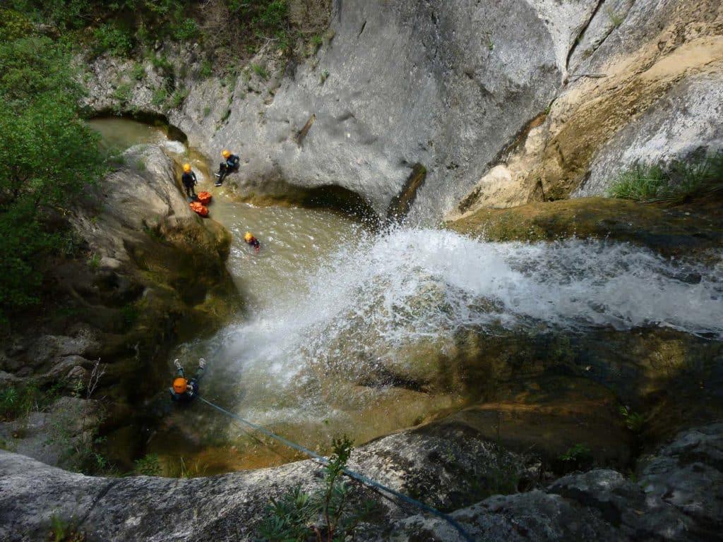 Cascade dans le canyon de l'ellieux en Ardèche proche de la Caverne du Pond d'Arcc