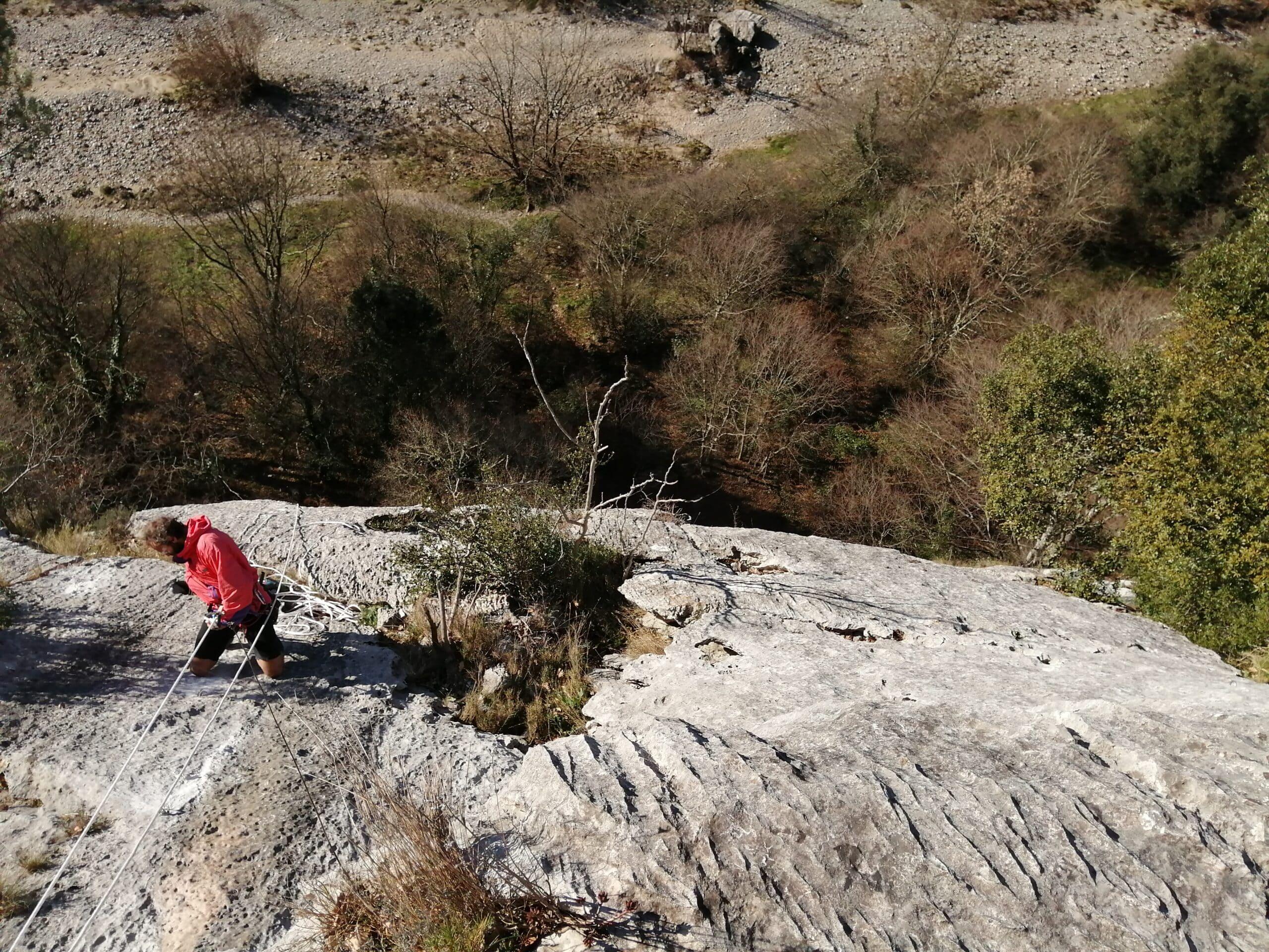 belle falaise du site d'escalade de Casteljau en ardèche